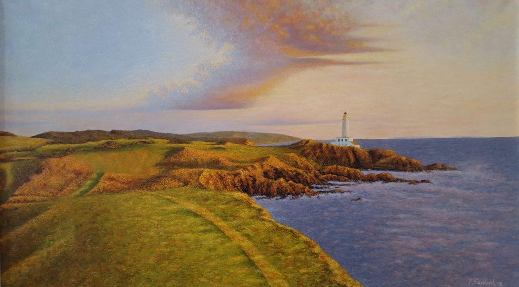 Faro situado en las costas del norte de Europa al atardecer, incidiendo la luz sobre él, los acantilados y praderas.