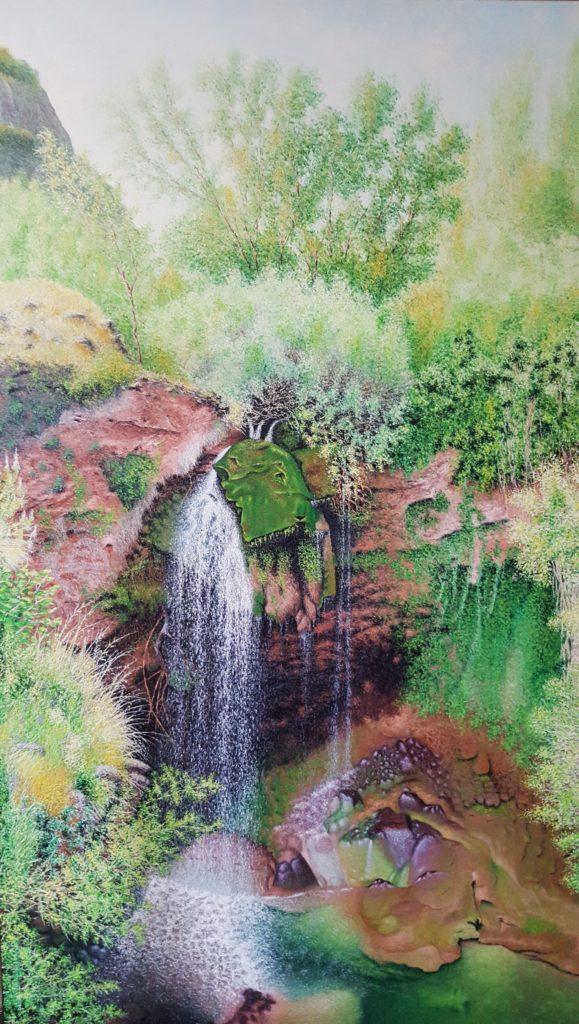 La cascada salto del caballo, refleja la vegetación de este parque natural de la Molata y los Batanes, en Albacete, con verdes como protagonista.