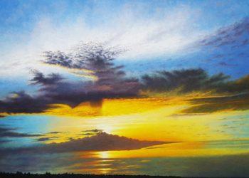 Atardecer manchego, muy visibles en esta zona a la puesta del sol, con esos azules, amarillos y naranjas dándole una despedida al sol en el blanco del cielo.